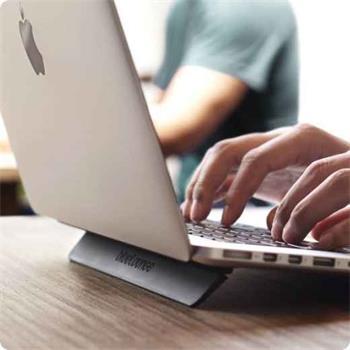"""RadTech blueLounge Kickflip - ergonomický stojánek pro Macbook Pro 13"""""""